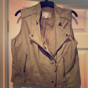 Faux leather vest size XL GUC